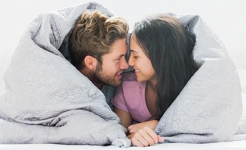 Chưa lột bao quy đầu có quan hệ được không?