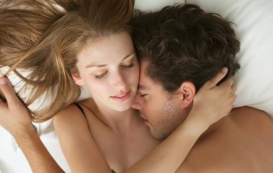 Đau tinh hoàn có nên quan hệ không?